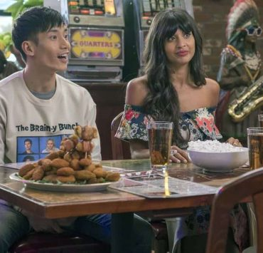"THE GOOD PLACE -- ""The Brainy Bunch"" Episode 303 -- Pictured: (l-r) Manny Jacinto as Jason Mendoza, Jameela Jamil as Tahani -- (Photo by: Ron Batzdorff/NBC)"