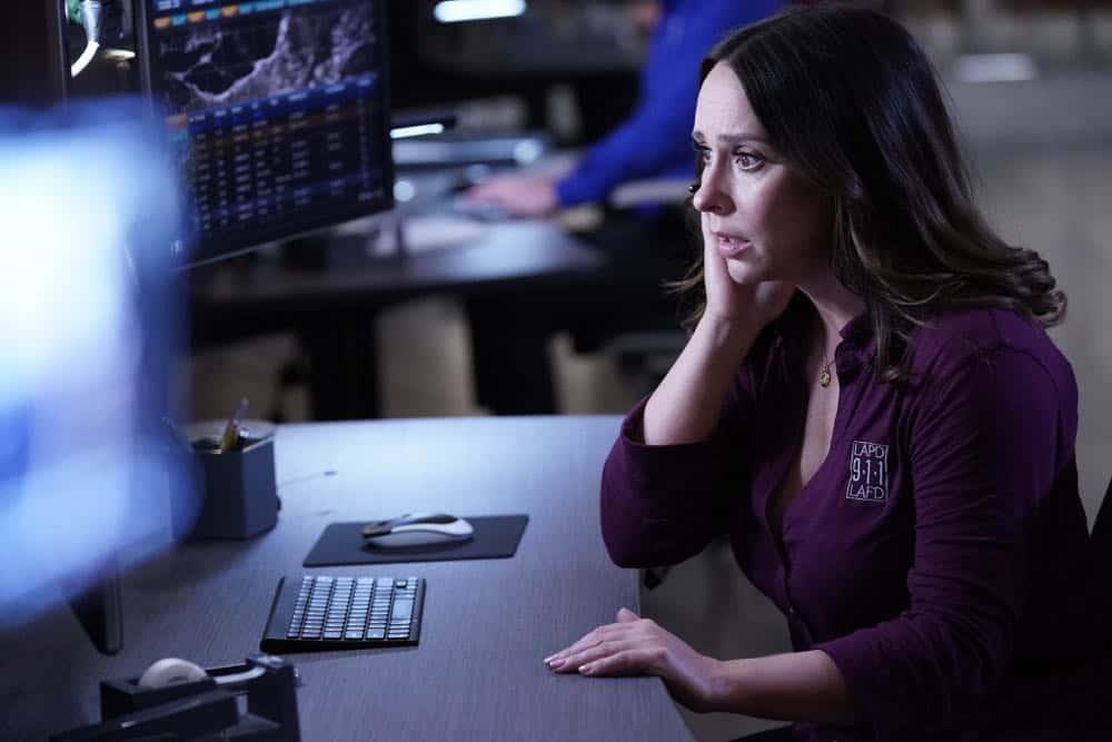 "9-1-1: Jennifer Love Hewitt in the ""Stuck"" episode of 9-1-1 airing Monday, Oct. 8 (9:00-10:00 PM ET/PT) on FOX. © 2018 FOX Broadcasting. CR: Jack Zeman / FOX."