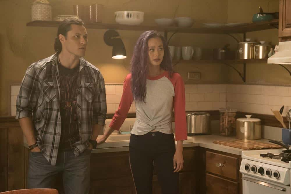 """THE GIFTED: L-R:  Blair Redford and Jamie Chung in the """"coMplications"""" episode of THE GIFTED airing Tuesday, Oct. 9 (8:00-9:00 PM ET/PT) on FOX. ©2018 Fox Broadcasting Co. Cr: Annette Brown/FOX."""