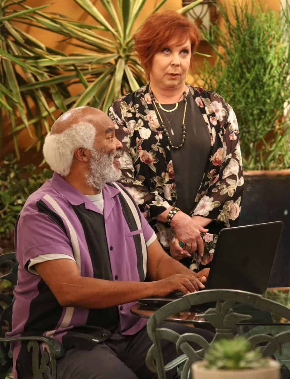 "THE COOL KIDS: L-R: David Alan Grier and Vicki Lawrence in the ""A Date With Destiny"" episode of THE COOL KIDS airing Friday, Oct. 12 (8:30-9:00 PM ET/PT) on FOX. ©2018 Fox Broadcasting Co. Cr: Patrick McElhenney/FOX"