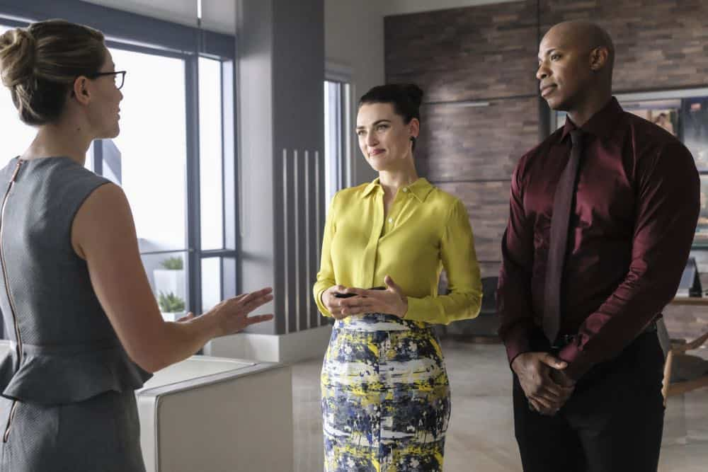 "Supergirl -- ""American Alien"" -- Image Number: SPG401a_0068b.jpg -- Pictured (L-R): Melissa Benoist as Kara/Supergirl, Katie McGrath as Lena Luther and Mehcad Brooks as James Olsen/Guardian -- Photo: Bettina Strauss/The CW -- © 2018 The CW Network, LLC. All Rights Reserved."