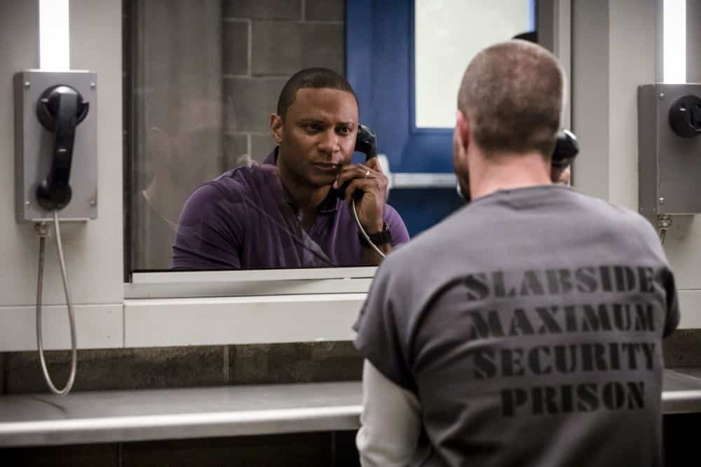 "Arrow -- ""Inmate #4587"" -- Image Number: AR701A_0028b.jpg -- Pictured (L-R): David Ramsey as John Diggle and Stephen Amell as Oliver Queen/Green Arrow -- Photo: Jack Rowand/The CW -- © The CW Network, LLC. All rights reserved."