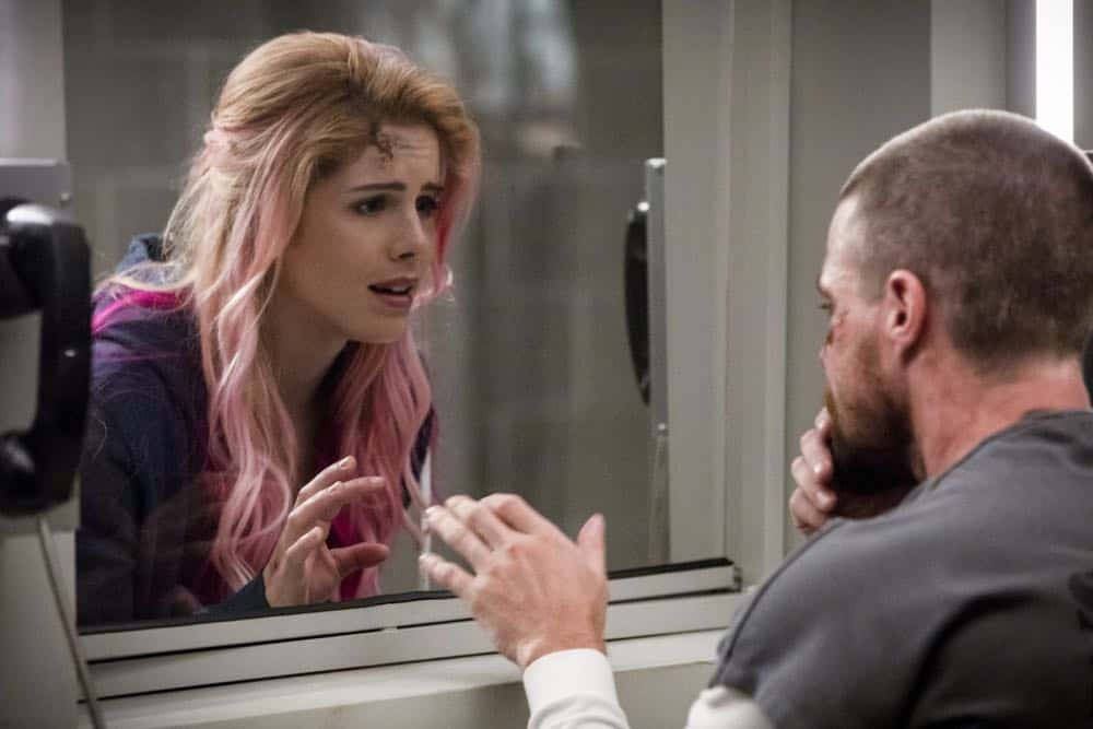 "Arrow -- ""Inmate #4587"" -- Image Number: AR701A_0096b.jpg -- Pictured (L-R): Emily Bett Rickards as Felicity Smoak and Stephen Amell as Oliver Queen/Green Arrow -- Photo: Jack Rowand/The CW -- © The CW Network, LLC. All rights reserved."