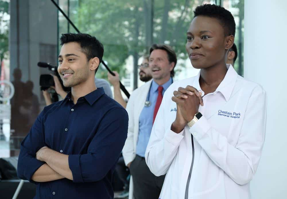 """THE RESIDENT: L-R: Manish Dayal and Shaunette Renée Wilson in the """"About Time"""" episode of THE RESIDENT airing Monday, Oct. 15 (8:00-9:00 PM ET/PT) on FOX. ©2018 Fox Broadcasting Co. Cr: Guy D'AlemaFOX."""