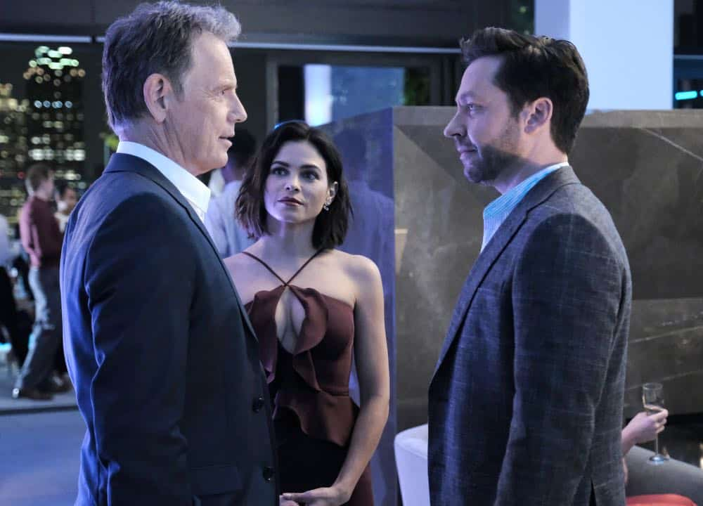 """THE RESIDENT: L-R: Bruce Greenwood, guest star Jenna Dewan and guest star Michael Weston in the """"About Time"""" episode of THE RESIDENT airing Monday, Oct. 15 (8:00-9:00 PM ET/PT) on FOX. ©2018 Fox Broadcasting Co. Cr: Guy D'AlemaFOX."""