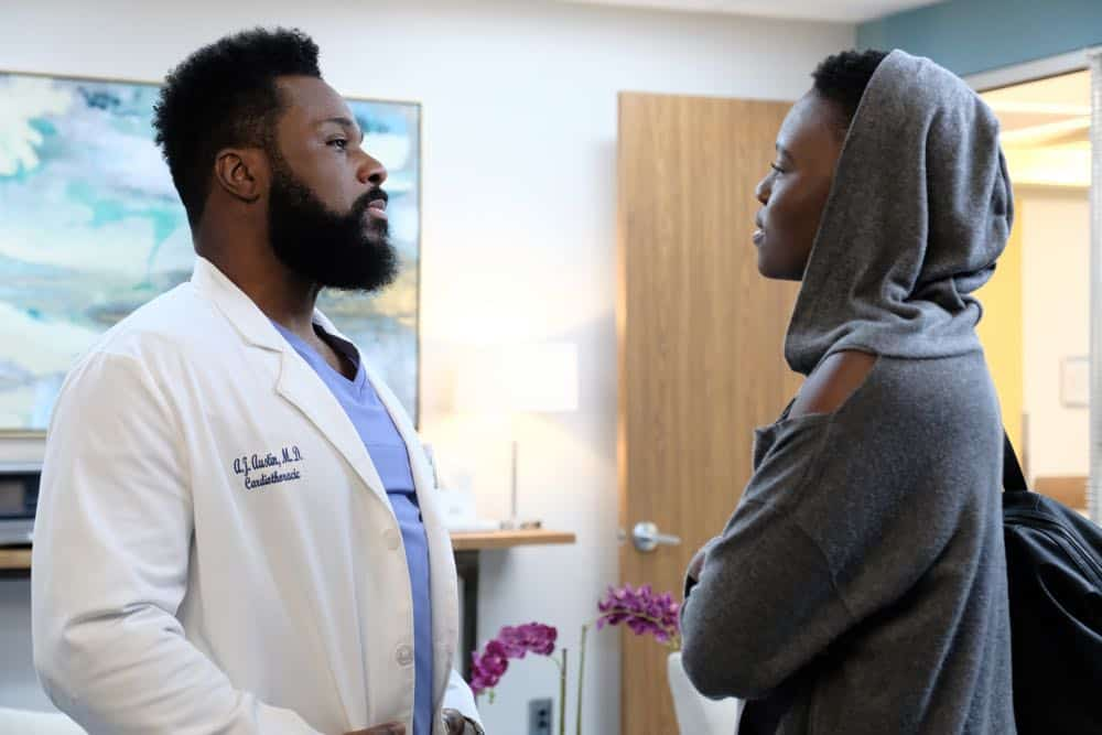 """THE RESIDENT: L-R: Malcolm Jamal Warner and Shaunette Renée Wilson in the """"About Time"""" episode of THE RESIDENT airing Monday, Oct. 15 (8:00-9:00 PM ET/PT) on FOX. ©2018 Fox Broadcasting Co. Cr: Guy D'AlemaFOX."""