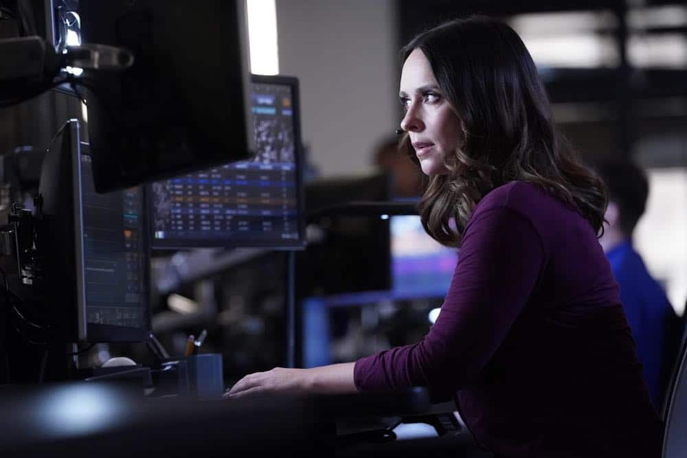 "9-1-1: Jennifer Love Hewitt in the ""Awful People"" episode of 9-1-1 airing Monday, Oct. 15 (9:00-10:00 PM ET/PT) on FOX. © 2018 FOX Broadcasting. CR: Greg Gayne / FOX."