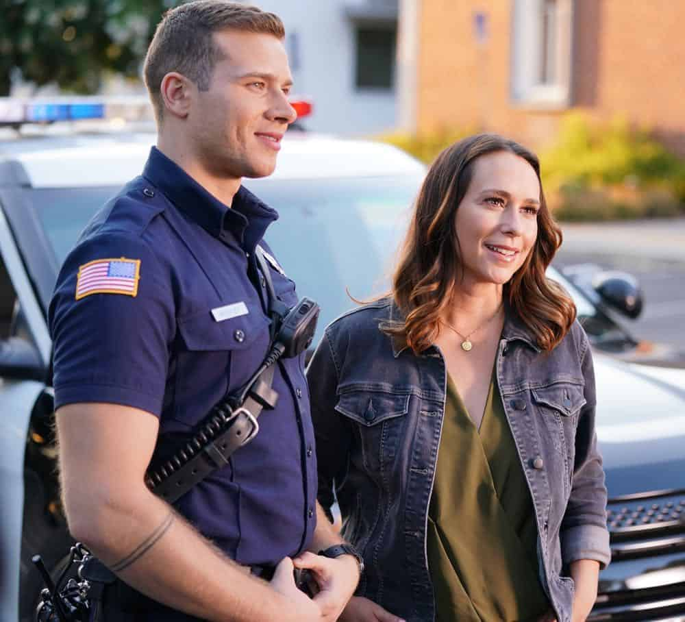 "9-1-1: L-R: Oliver Stark and Jennifer Love Hewitt in the ""Awful People"" episode of 9-1-1 airing Monday, Oct. 15 (9:00-10:00 PM ET/PT) on FOX. © 2018 FOX Broadcasting. CR: Tyler Golden / FOX."