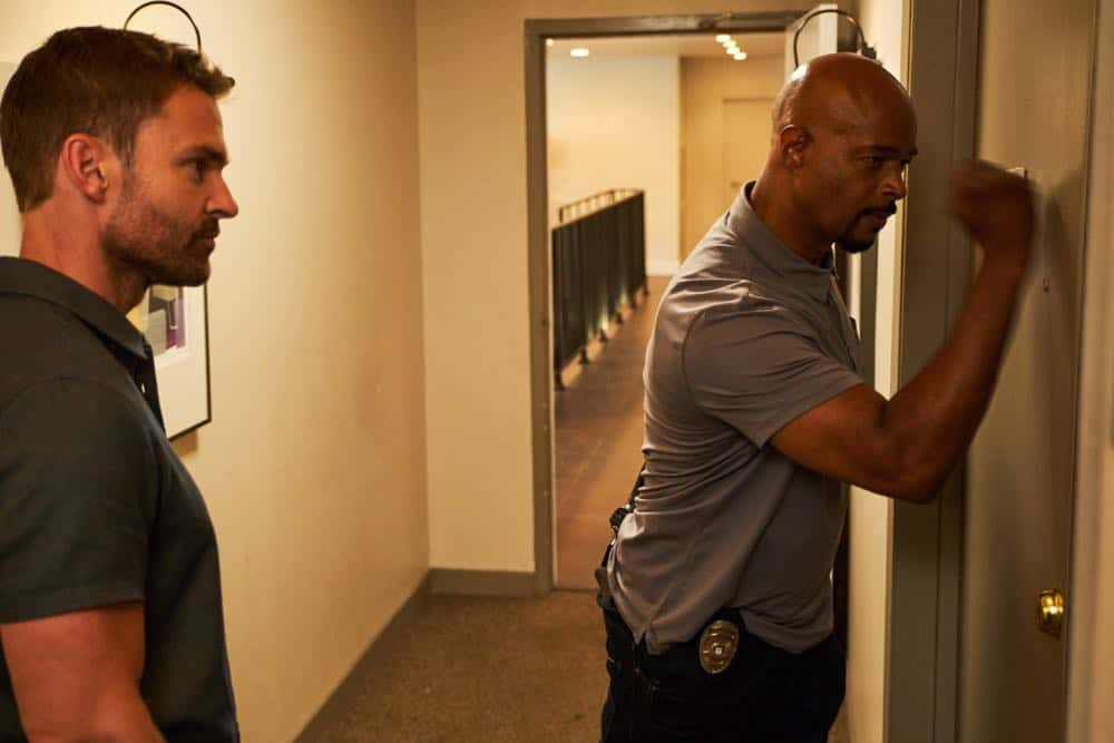 "LETHAL WEAPON: L-R: Seann William Scott and Damon Wayans in the ""Leo Getz Justice"" episode of LETHAL WEAPON airing Tuesday, Oct. 16 (9:00-10:00 PM ET/PT) on FOX. ©2018 Fox Broadcasting Co. CR: John P Fleenor/FOX"
