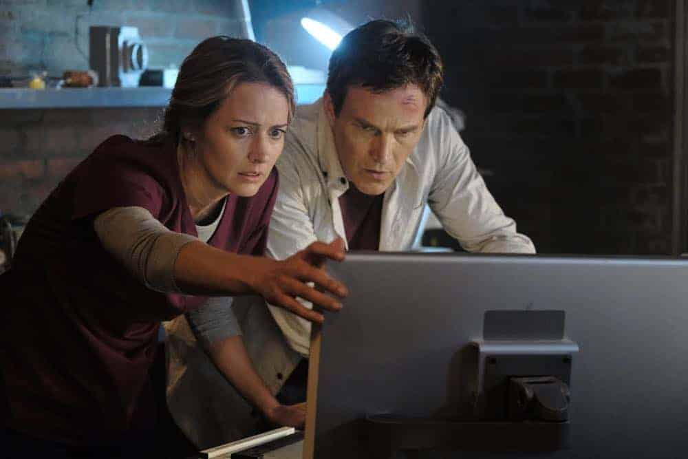 """THE GIFTED: L-R: Amy Acker and Stephen Moyer in the """"outMatched"""" episode of THE GIFTED airing Tuesday, Oct. 16 (8:00-9:00 PM ET/PT) on FOX. ©2018 Fox Broadcasting Co. Cr: Guy D'Alema/FOX."""