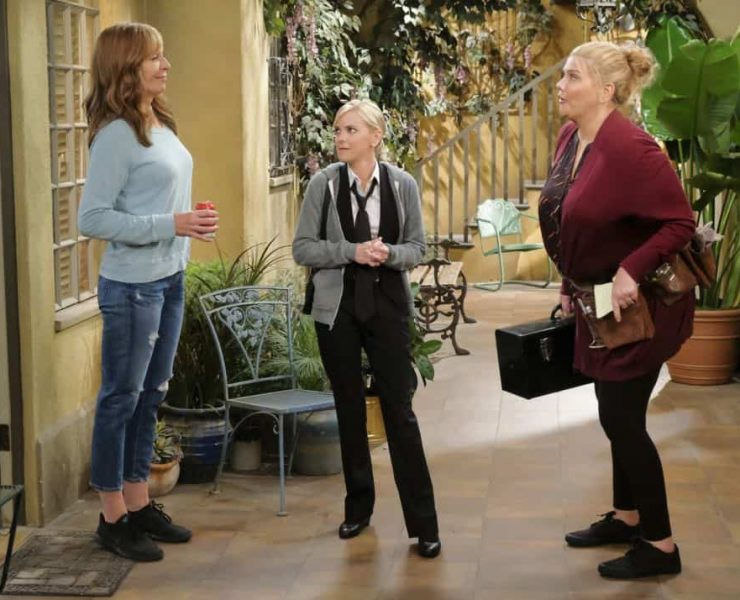 """Big Sauce and Coconut Water"" -- Christy is certain that Bonnie is in over her head when she invites a freshly-paroled Tammy (Kristen Johnston) to stay with them, on MOM, Thursday, date (9:01-9:30 PM, ET/PT) on the CBS Television Network. Pictured L to R: Allison Janney as Bonnie, Anna Faris as Christy and Kristen Johnston as Tammy. Photo: Darren Michaels/Warner Bros. Entertainment Inc. © 2018 WBEI. All rights reserved."