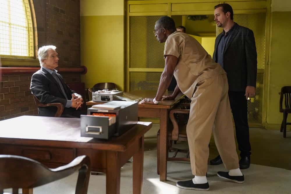 """Fragments"" After a 50-year-old tape recording left by a murder victim is found, the NCIS team tries to exonerate Ray Jennings (Charlie Robinson), the Marine serving a life sentence for the crime, on NCIS, Tuesday, Oct. 23 (8:00-9:00 PM, ET/PT) on the CBS Television Network. Pictured: Mark Harmon, Charlie Robinson, Sean Murray. Photo: Cliff Lipson/CBS ©2018 CBS Broadcasting, Inc. All Rights Reserved"