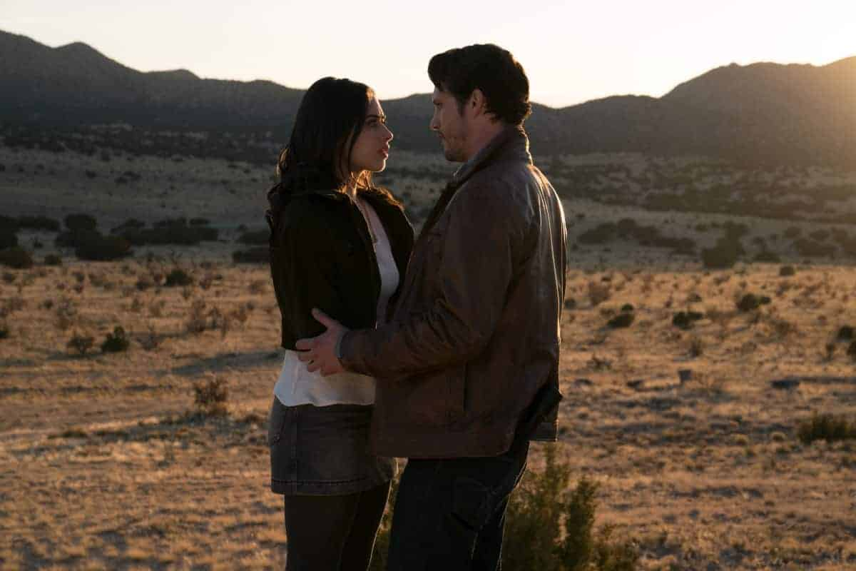 Roswell Jeanine Mason as Liz Ortecho and Nathan Dean Parsons as Max Evans