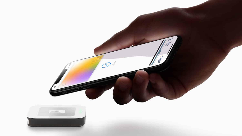 Apple Card hand iPhoneXS payment 032519