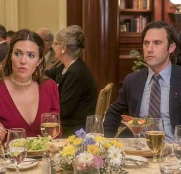 """THIS IS US -- """"Strangers"""" Episode 401 -- Pictured: (l-r) Mandy Moore as Rebecca, Milo Ventimiglia as Jack -- (Photo by: Ron Batzdorff/NBC)"""