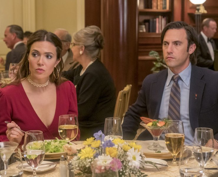 "THIS IS US -- ""Strangers"" Episode 401 -- Pictured: (l-r) Mandy Moore as Rebecca, Milo Ventimiglia as Jack -- (Photo by: Ron Batzdorff/NBC)"