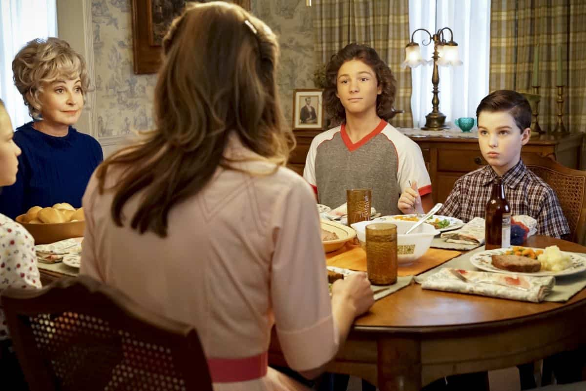 YOUNG SHELDON Season 3 Episode 1 Quirky Eggheads And Texas Snow Globes 10