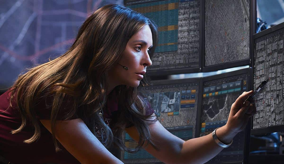 9-1-1: The two-night season premiere of 9-1-1 begins Sunday, Sept. 23 (8:00-9:00 PM ET/live in all time zones) on FOX, immediately following the NFL ON FOX doubleheader. Night Two airs Monday, Sept. 24 (9:00-10:00 PM ET/PT), in its regular time period. Pictured:  Jennifer Love Hewitt. CR: Mathieu Young/ FOX. © 2018 FOX Broadcasting.