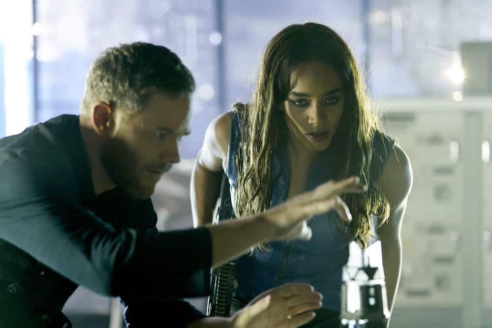 "KILLJOYS -- ""Terraformance Anxiety"" Episode 509 -- Pictured: (l-r) Aaron Ashmore as John, Hannah John-Kamen as Dutch -- (Photo by: Ken Woroner/Killjoys V Productions Limited/SYFY)"