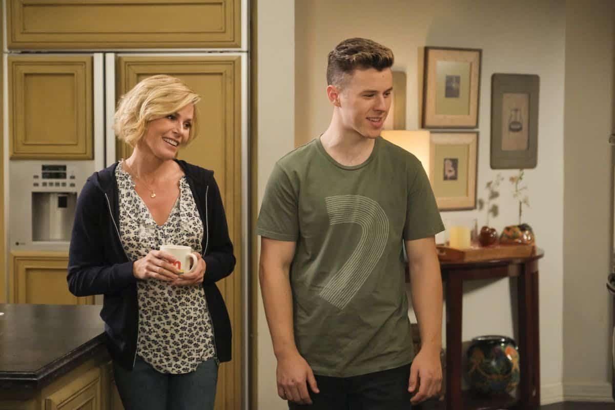 Modern Family Season 11 Episode 1 New Kids On The Block 54