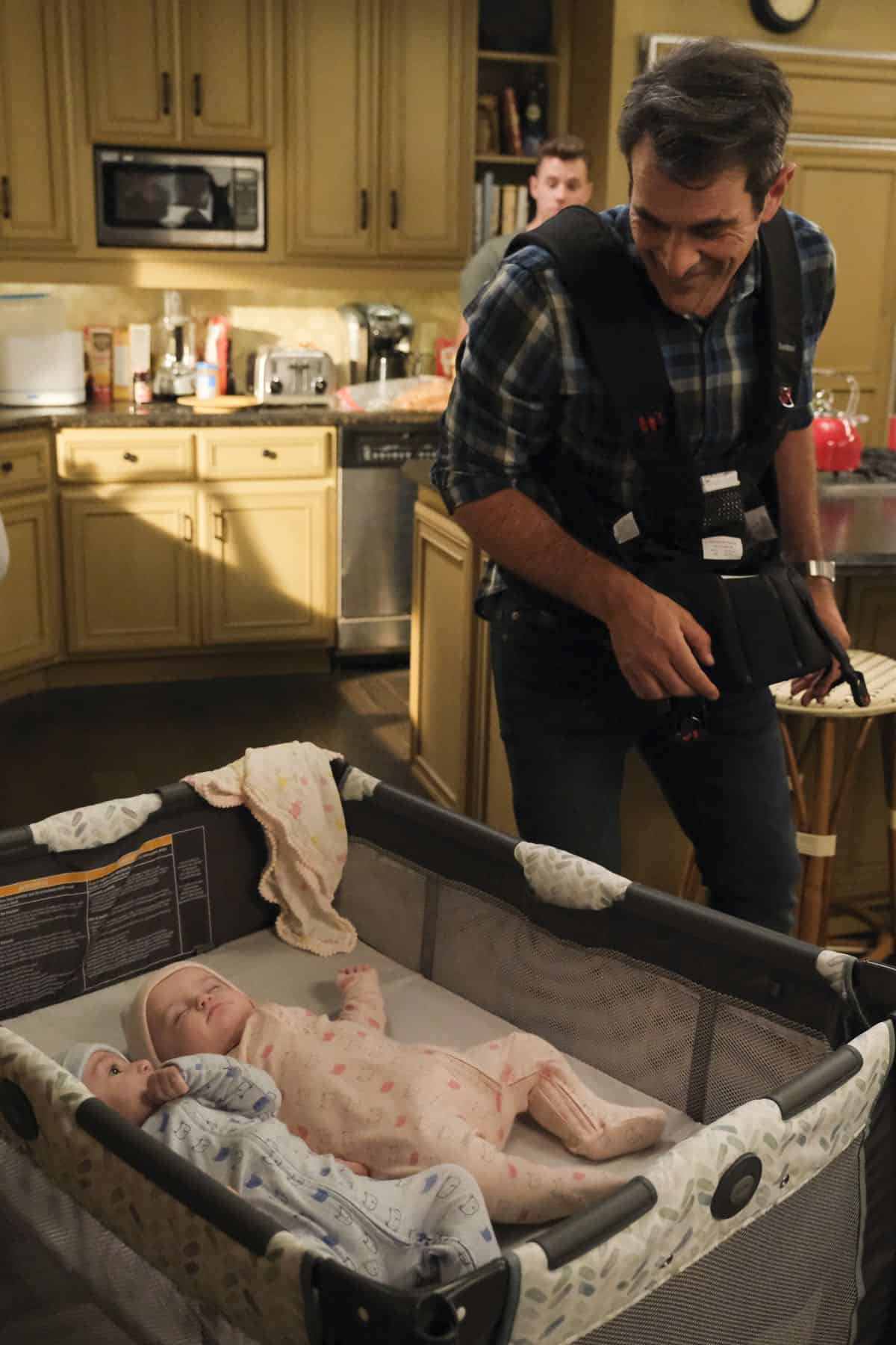 Modern Family Season 11 Episode 1 New Kids On The Block 60