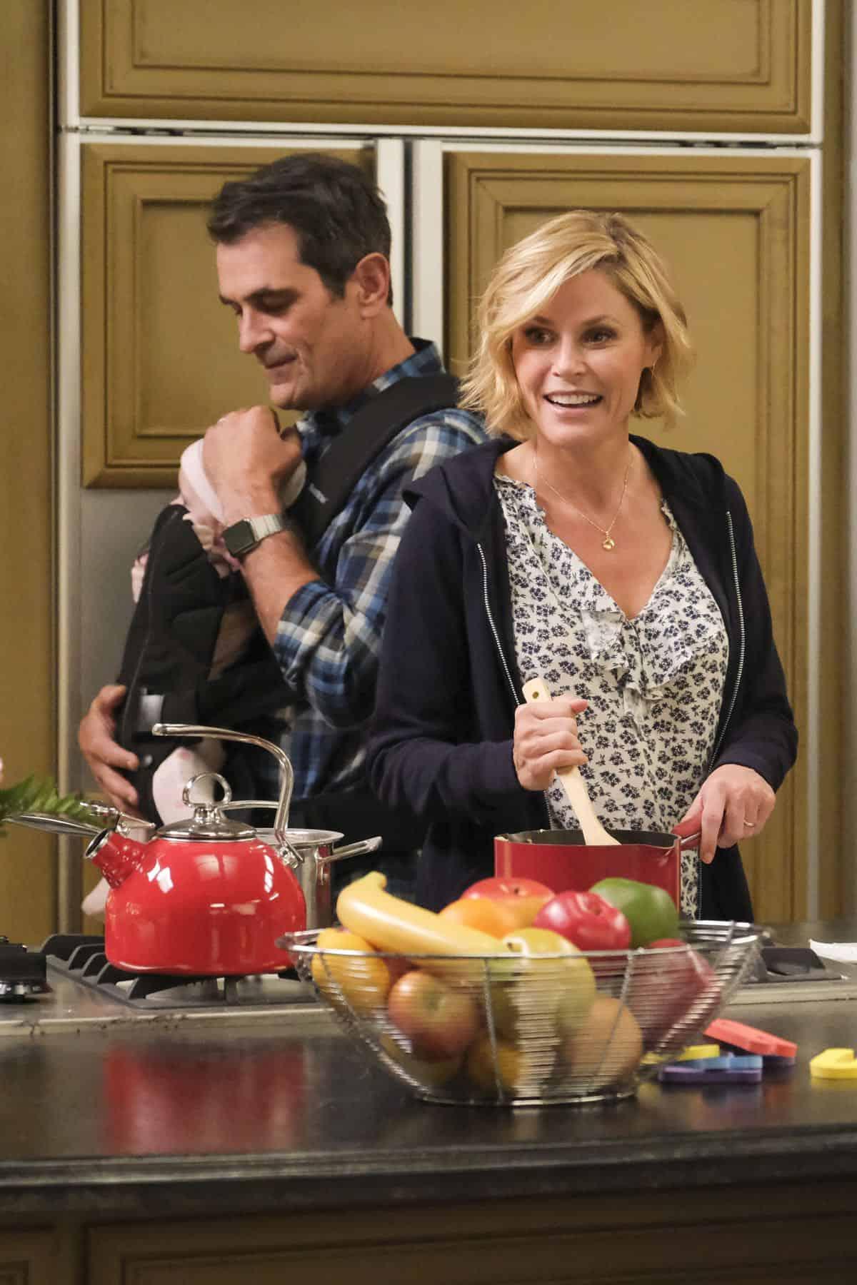 Modern Family Season 11 Episode 1 New Kids On The Block 48