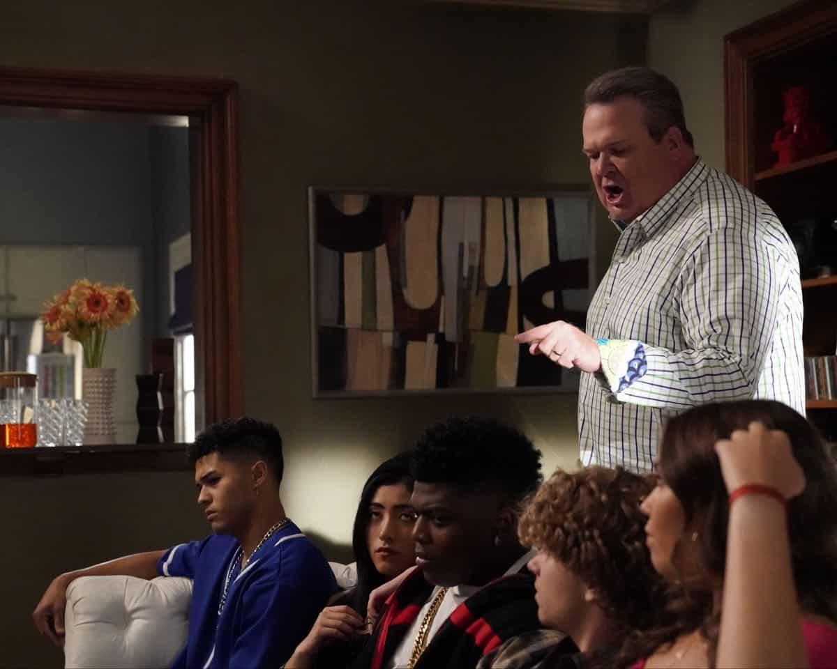 Modern Family Season 11 Episode 1 New Kids On The Block 30