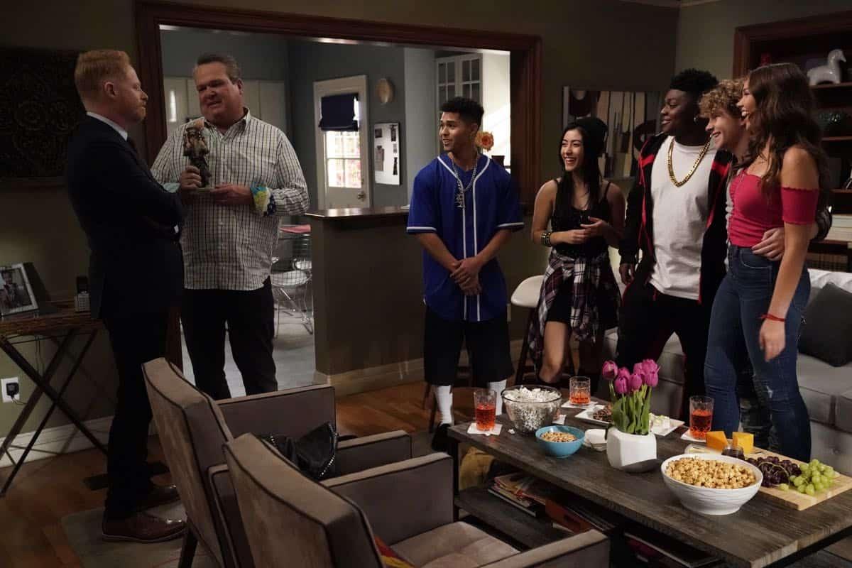 Modern Family Season 11 Episode 1 New Kids On The Block 32