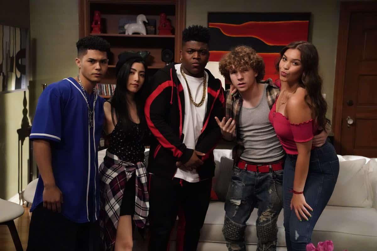 Modern Family Season 11 Episode 1 New Kids On The Block 33