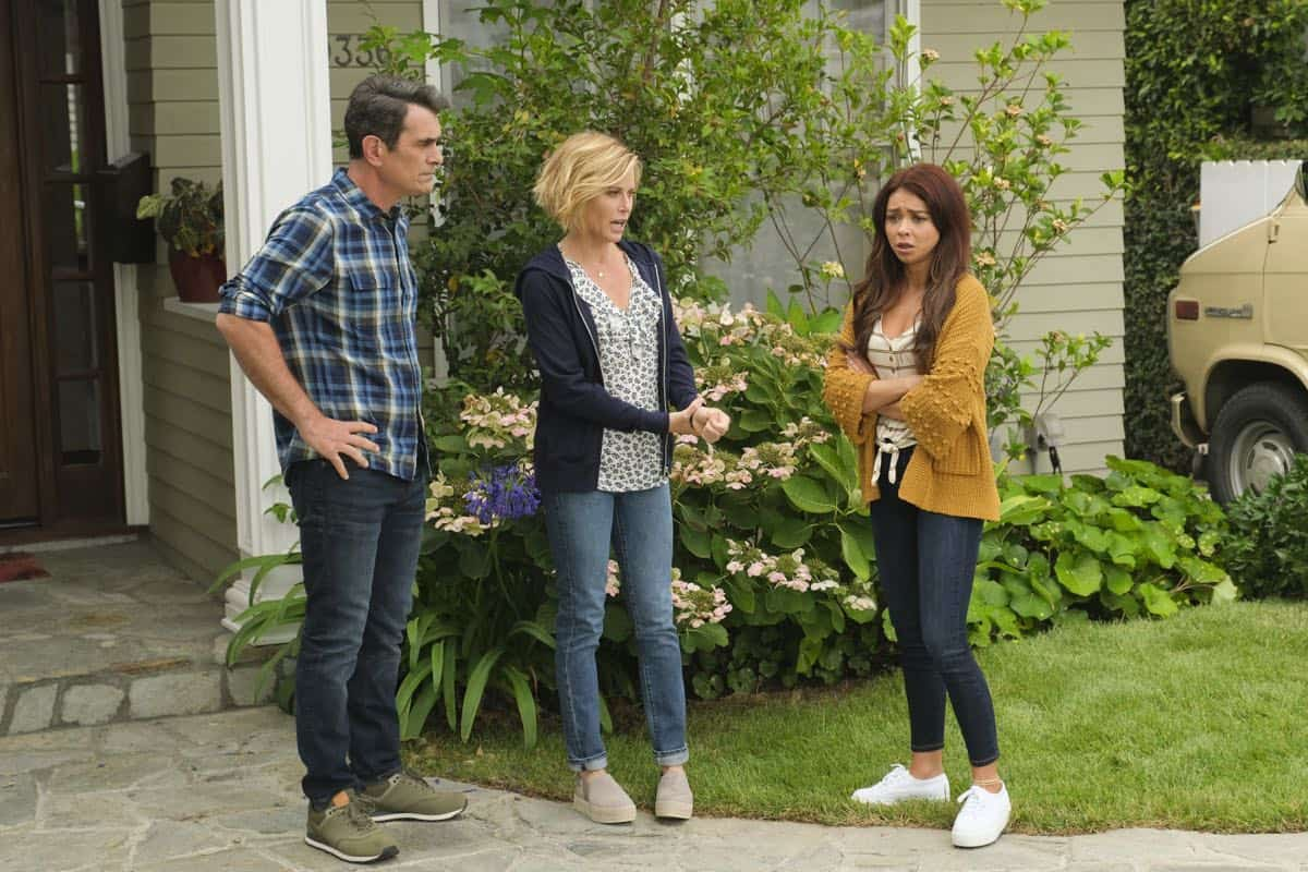 Modern Family Season 11 Episode 1 New Kids On The Block 35