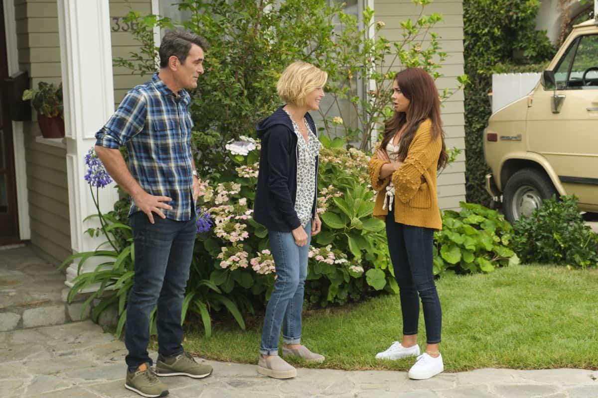 Modern Family Season 11 Episode 1 New Kids On The Block 36