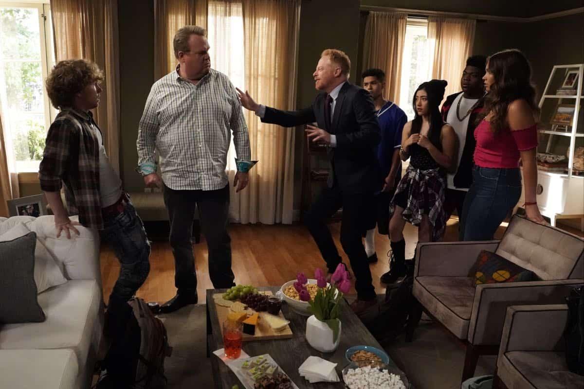 Modern Family Season 11 Episode 1 New Kids On The Block 19