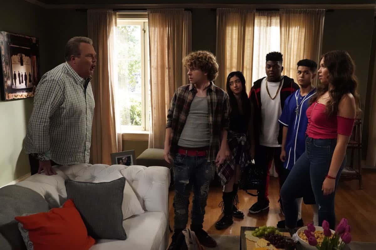 Modern Family Season 11 Episode 1 New Kids On The Block 20