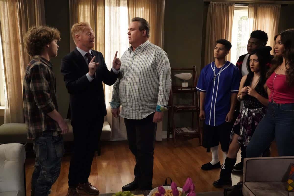 Modern Family Season 11 Episode 1 New Kids On The Block 21