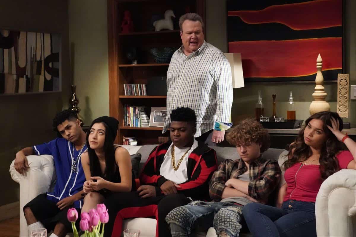 Modern Family Season 11 Episode 1 New Kids On The Block 26