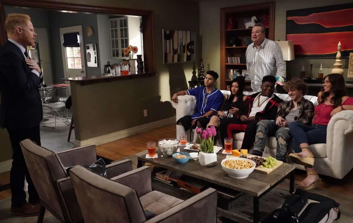 Modern Family Season 11 Episode 1 New Kids On The Block 27