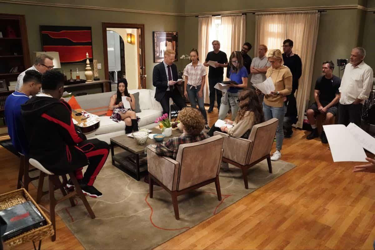 Modern Family Season 11 Episode 1 New Kids On The Block 04