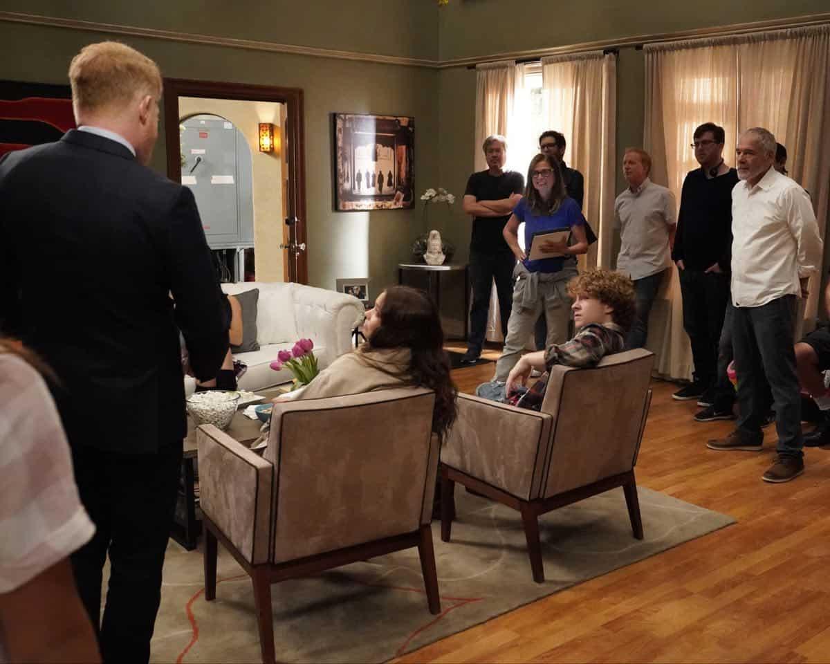 Modern Family Season 11 Episode 1 New Kids On The Block 06
