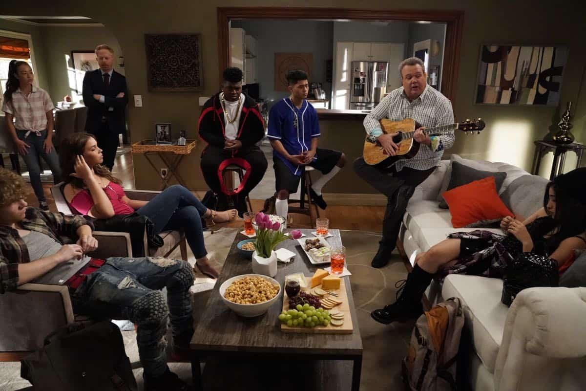 Modern Family Season 11 Episode 1 New Kids On The Block 08
