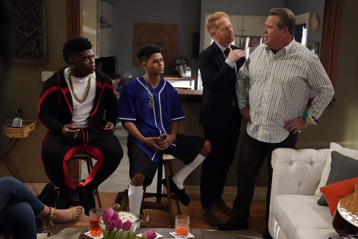 Modern Family Season 11 Episode 1 New Kids On The Block 09