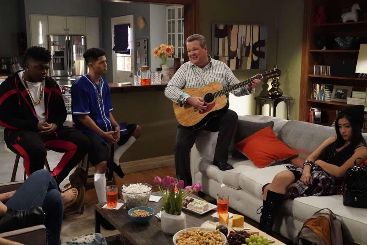 Modern Family Season 11 Episode 1 New Kids On The Block 10