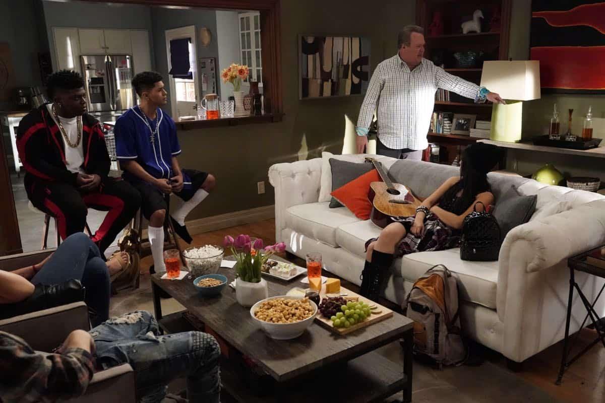 Modern Family Season 11 Episode 1 New Kids On The Block 11