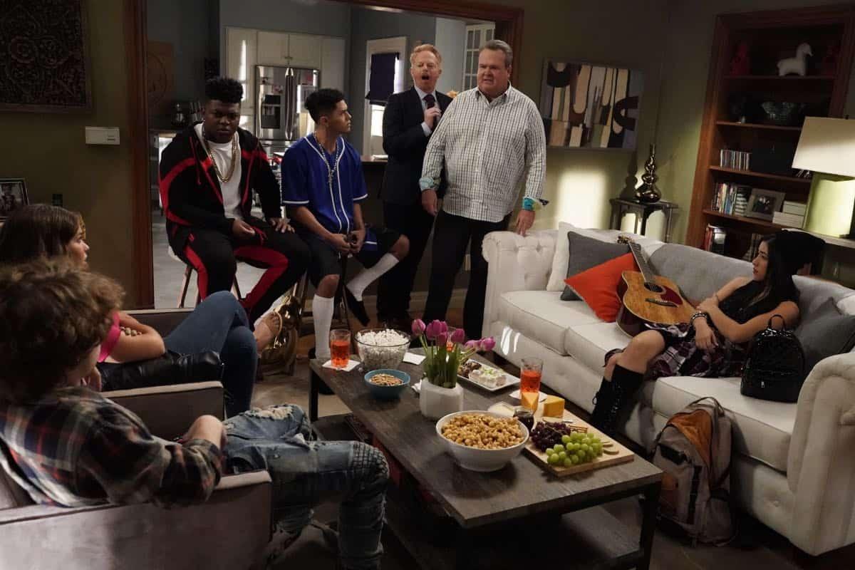 Modern Family Season 11 Episode 1 New Kids On The Block 12