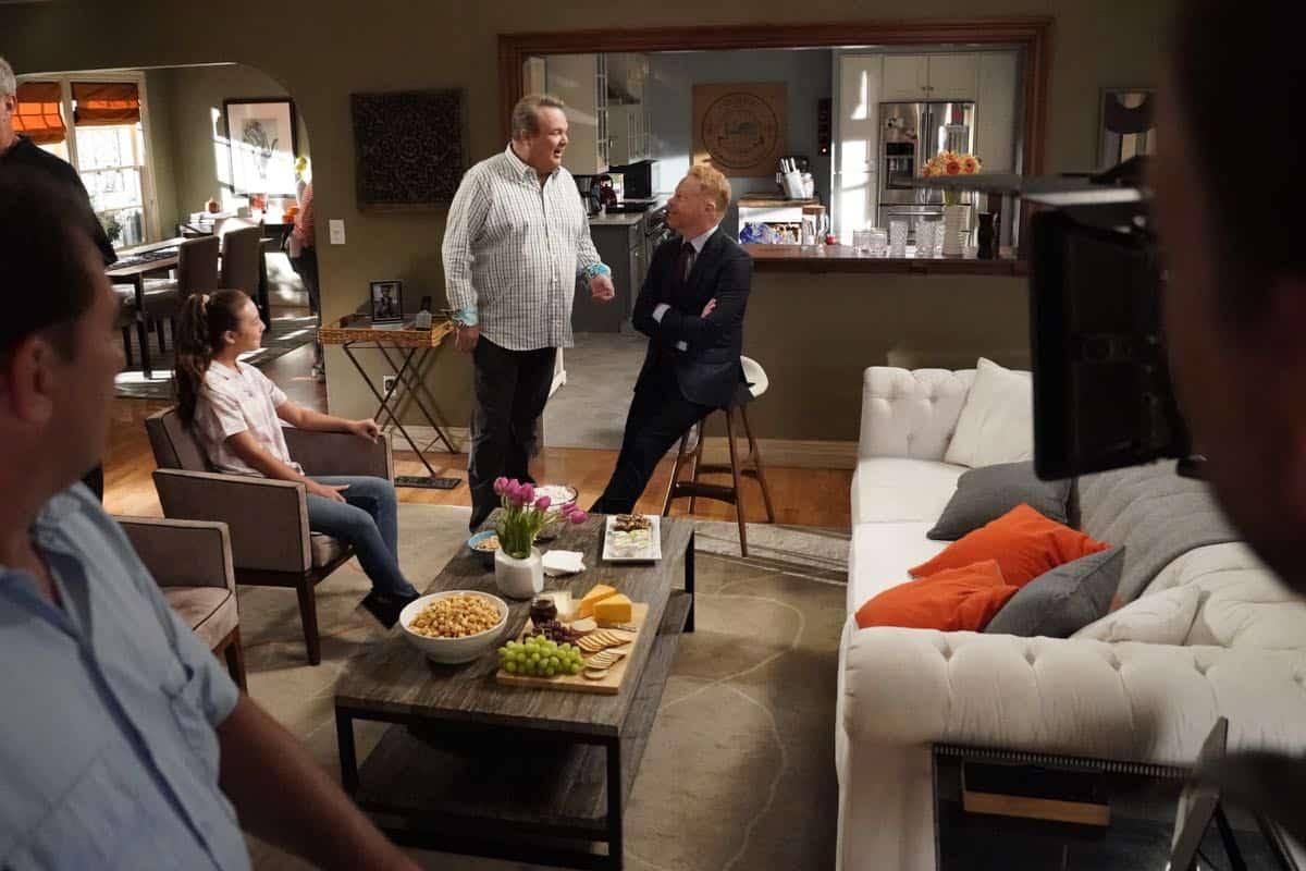 Modern Family Season 11 Episode 1 New Kids On The Block 01