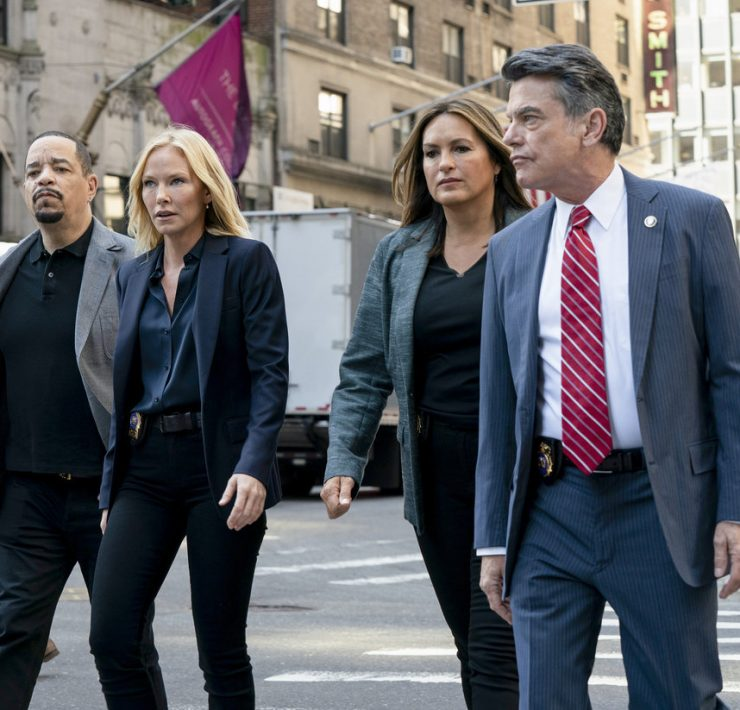 "LAW & ORDER: SPECIAL VICTIMS UNIT -- ""I'm Going to Make You a Star"" Episode 21001 -- Pictured: (l-r) Ice T as Sergeant Odafin ""Fin"" Tutuola, Kelli Giddish as Detective Amanda Rollins, Mariska Hargitay as Lieutenant Olivia Benson, Peter Gallagher as Deputy Chief William Dodds -- (Photo by: Virginia Sherwood/NBC)"