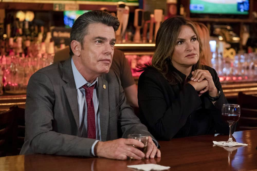 "LAW & ORDER: SPECIAL VICTIMS UNIT -- ""I'm Going to Make You a Star"" Episode 21001 -- Pictured: (l-r) Peter Gallagher as Deputy Chief William Dodds, Mariska Hargitay as Lieutenant Olivia Benson -- (Photo by: Virginia Sherwood/NBC)"