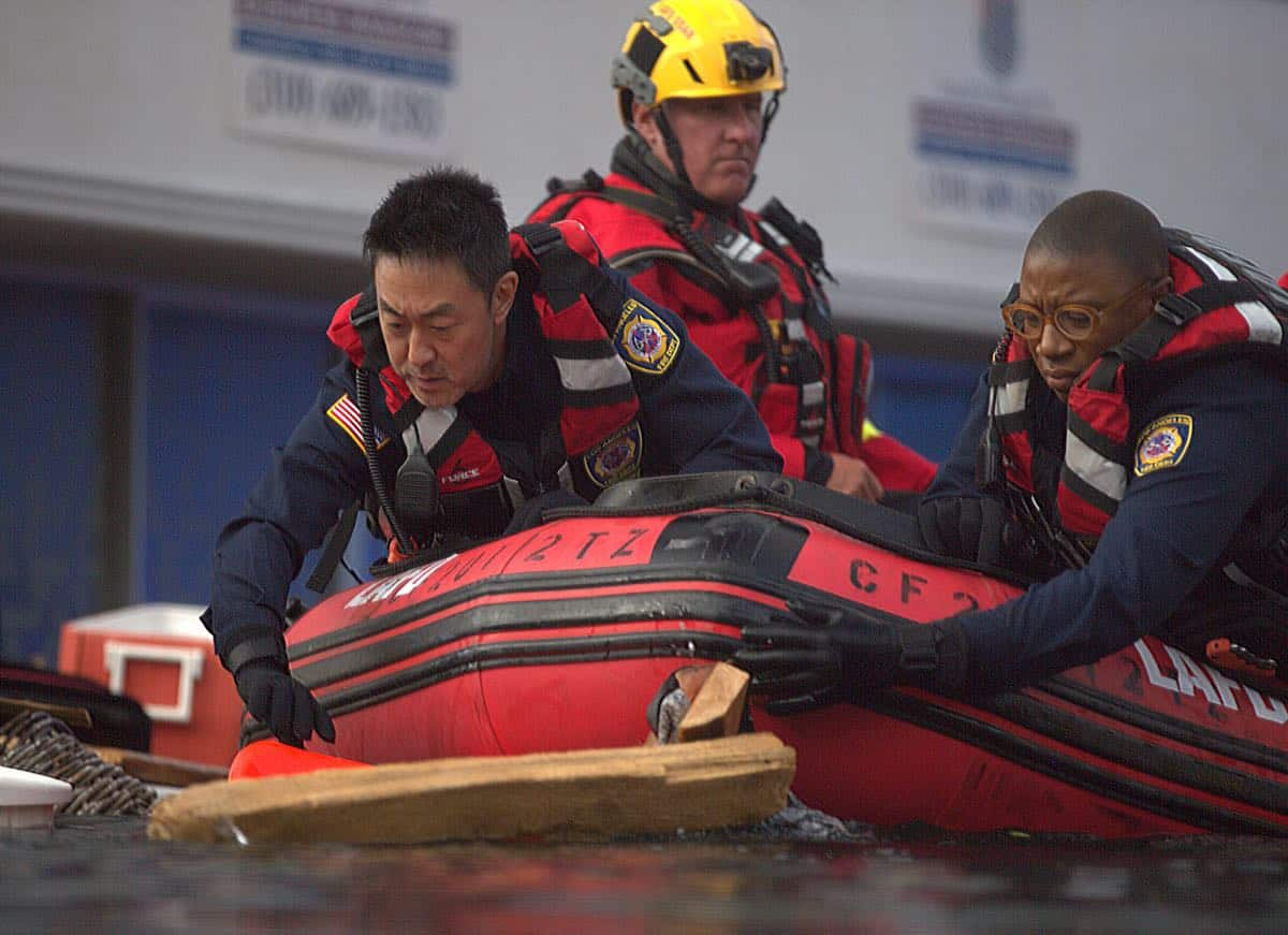 "9-1-1: Kenneth Choi (L) and Aisha Hinds (R) in the ""Sink Or Swim"" episode of 9-1-1 airing Monday, Sept. 30 (8:00-9:00 PM ET/PT) on FOX. © 2019 FOX MEDIA LLC. CR: Victor Ceballos / FOX."