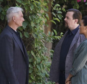 """""""Into the Light"""" - With their lives in danger, Gibbs and Ziva's rogue investigation takes an unexpected turn when a possible terrorist plot is revealed, on NCIS, Tuesday, Oct. 1 (8:00-9:00 PM, ET/PT) on the CBS Television Network. Pictured: Mark Harmon as NCIS Special Agent Leroy Jethro Gibbs, Sean Murray as NCIS Special Agent Timothy McGee, Cote de Pablo as Ziva David. Photo: Michael Yarish/CBS ©2019 CBS Broadcasting, Inc. All Rights Reserved"""