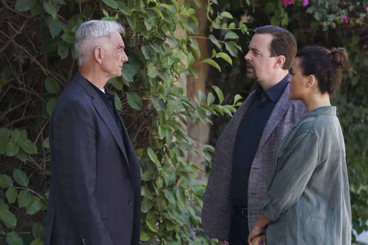 """Into the Light"" - With their lives in danger, Gibbs and Ziva's rogue investigation takes an unexpected turn when a possible terrorist plot is revealed, on NCIS, Tuesday, Oct. 1 (8:00-9:00 PM, ET/PT) on the CBS Television Network. Pictured: Mark Harmon as NCIS Special Agent Leroy Jethro Gibbs, Sean Murray as NCIS Special Agent Timothy McGee, Cote de Pablo as Ziva David. Photo: Michael Yarish/CBS ©2019 CBS Broadcasting, Inc. All Rights Reserved"