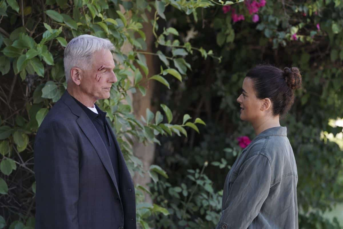 """Into the Light"" - With their lives in danger, Gibbs and Ziva's rogue investigation takes an unexpected turn when a possible terrorist plot is revealed, on NCIS, Tuesday, Oct. 1 (8:00-9:00 PM, ET/PT) on the CBS Television Network. Pictured: Mark Harmon as NCIS Special Agent Leroy Jethro Gibbs, Cote de Pablo as Ziva David. Photo: Michael Yarish/CBS ©2019 CBS Broadcasting, Inc. All Rights Reserved"